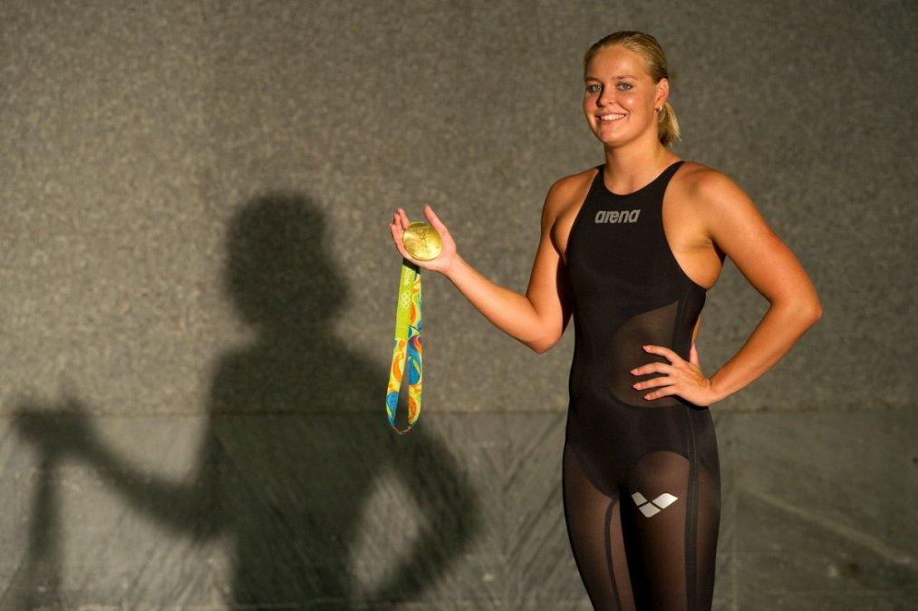 Sharon van Rouwendaal con su medalla de oro en Río 2016.
