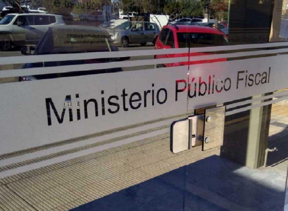 Una trabajadora de salud de Puerto Madryn denunció abusos por parte de la policía provincial.