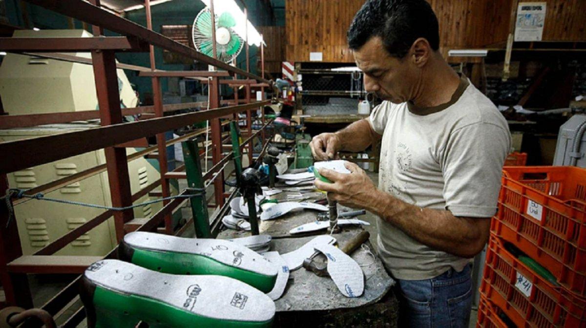 El sector de fabricación de calzado solicitó renaudar la producción.