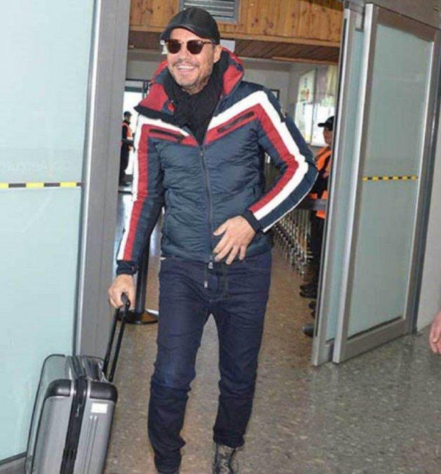 El conductor recibió una valija que viajo en un vuelo privado.