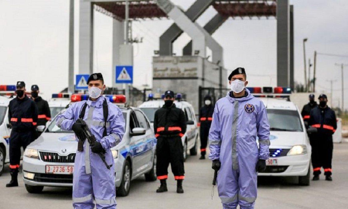 Fuerzas de seguridad realizando controles en la pandemia.
