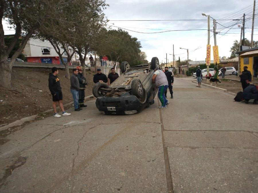 UnaFord Ecosportvolcó en la calle Sargento Cabral.