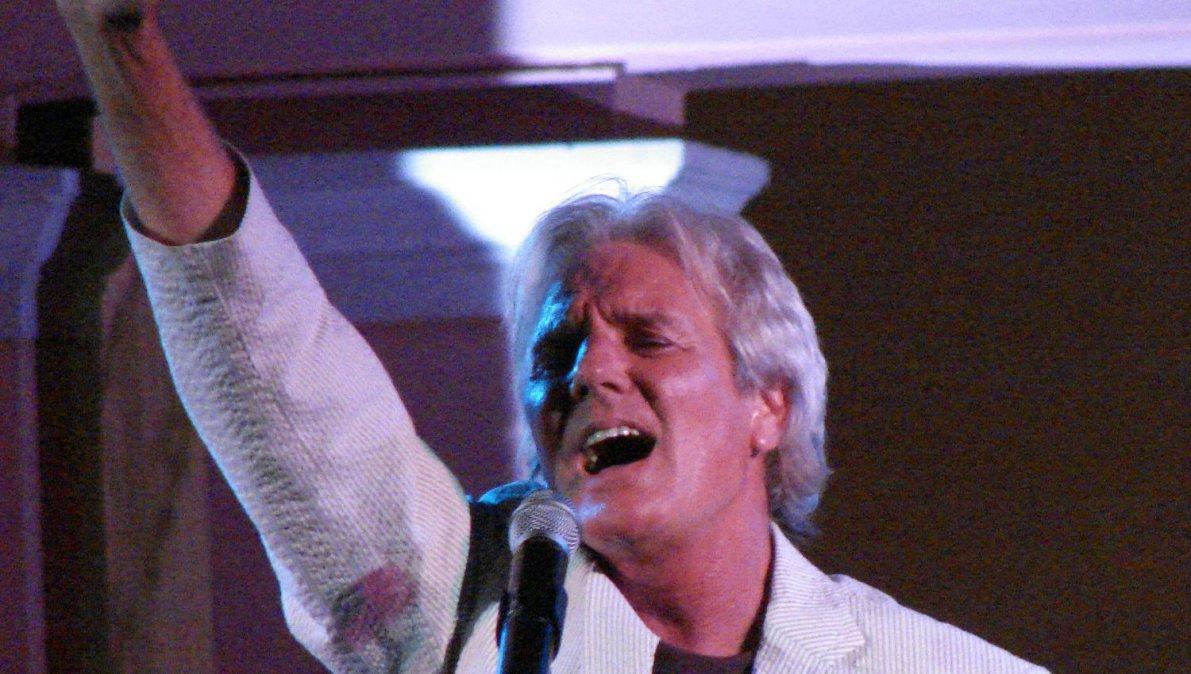 El cantante Sergio Denis murió esta mañana tras haber estado internado un largo tiempo por una caída en un show.