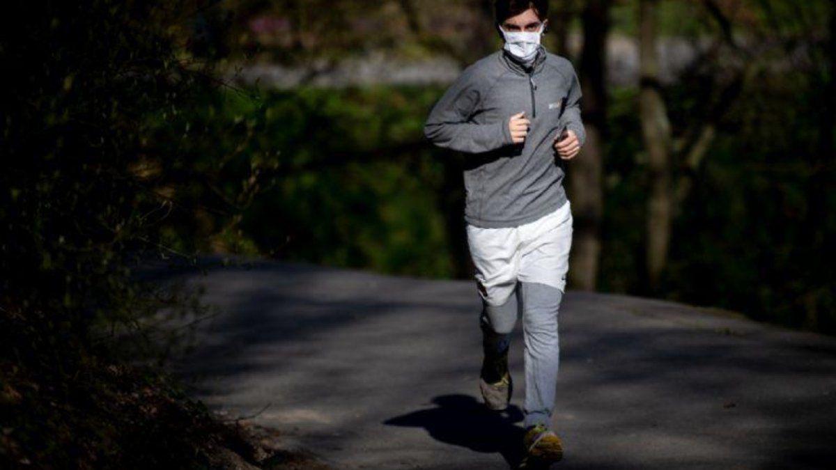Las personas que salgan a correr tienen que mantener una distancia de como mínimo 10 metros.