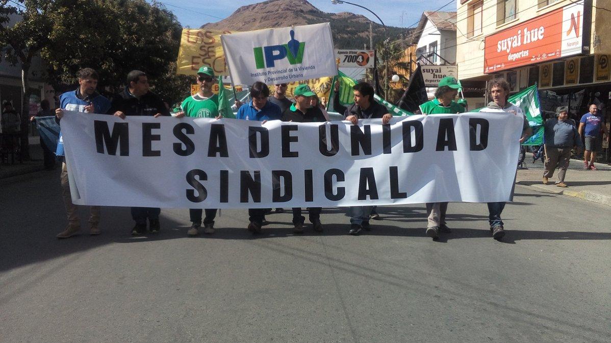 La Mesa De Unidad Sindical continúa en reclamo por el pago de haberes.