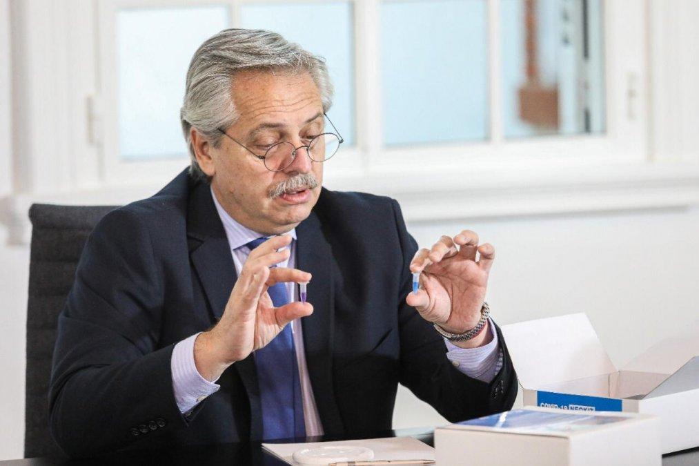 Fernández se reunió con su gabinete para analizar la deuda y la cuarentena