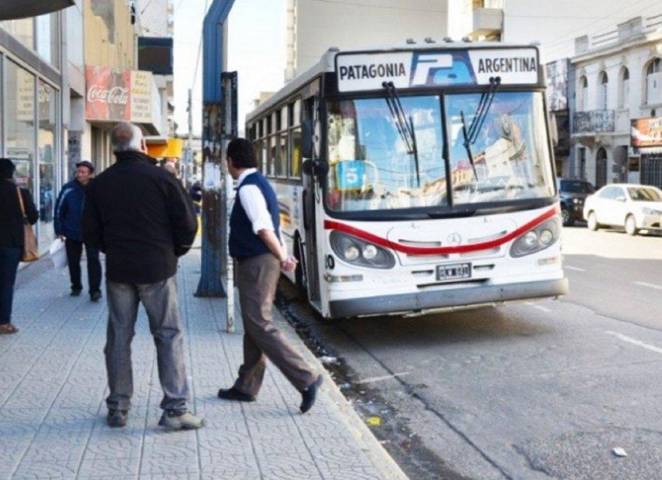 El transporte público sigue funcionando como domingos y feriados.