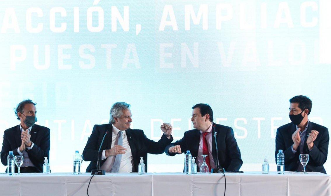 El presidente junto al gobernador de Santiago Del Estero