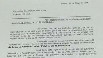 Jubilados presentaron un pedido de juicio político contra Arcioni
