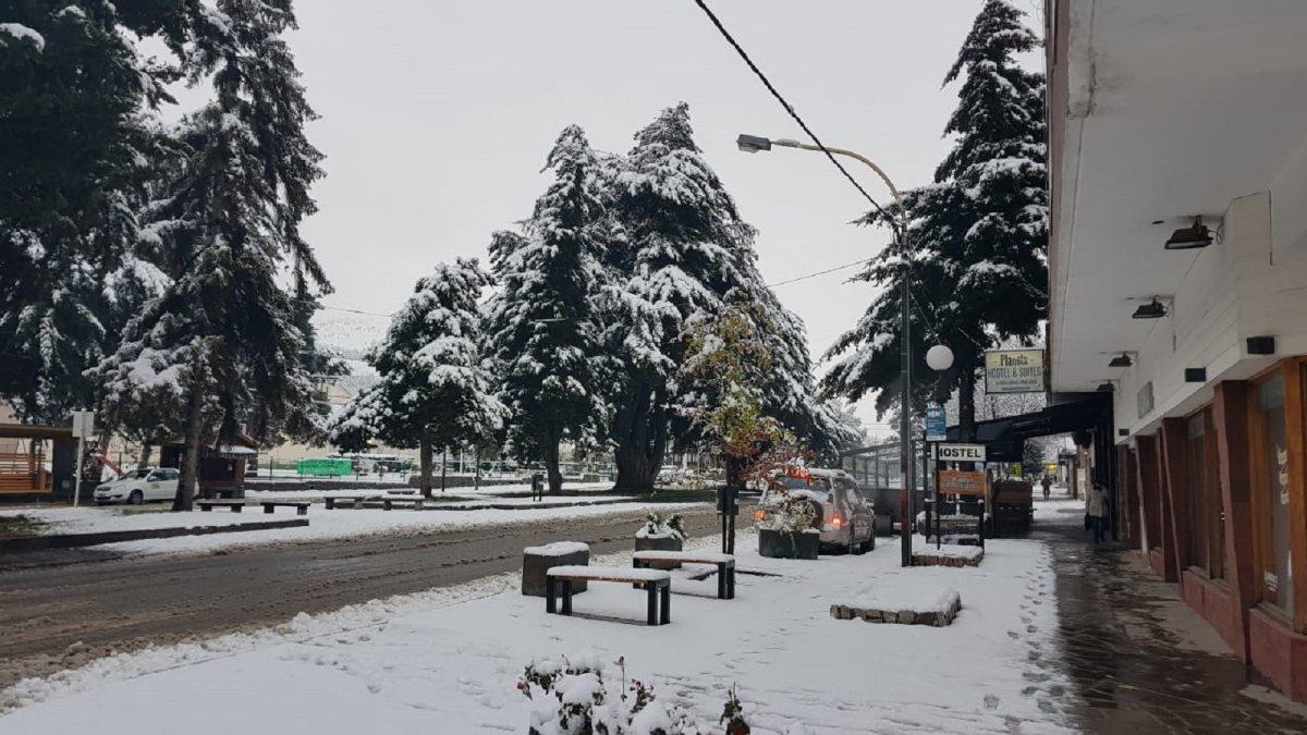 La intensa nevada que cayó en Esquel impidió que Ongarato viaje a firmar el convenio con Provincia por los fondos del Programa para la Emergencia.