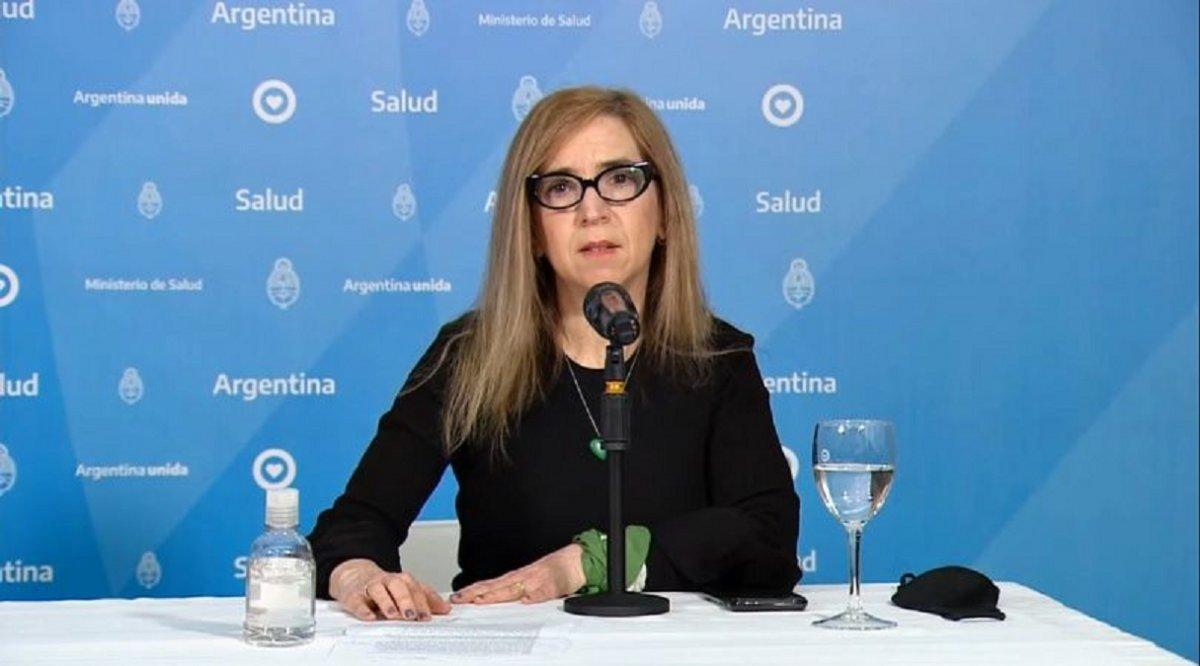 La periodista Ingrid Beck participó del parte diario del Ministerio de Salud.