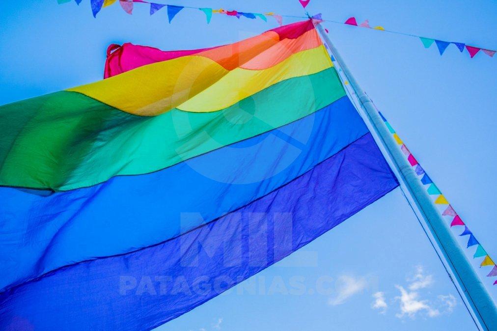 Provincia trabaja en politicas públicas para la población LGBT.