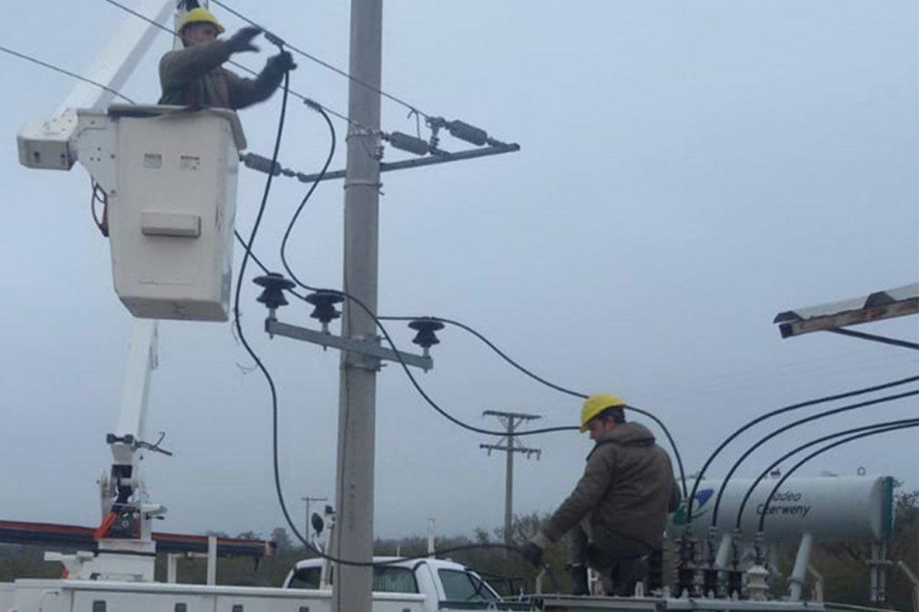 La rotura de un poste de media tensión dejó 10 barrios sin luz. (Imagen ilustrativa).
