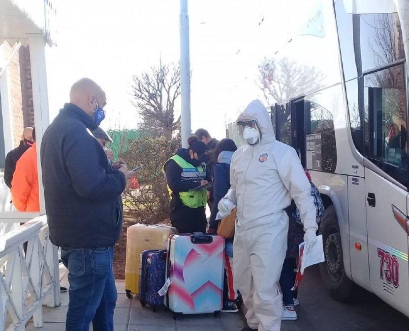 El vehículo trasladaba ciudadanos con destino a Rawson