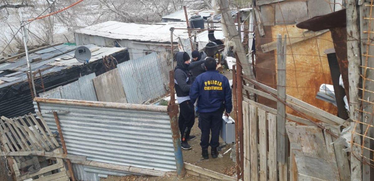 Esperan el resultado del hisopado de COVID-19 para avanzar en la autopsia del muerto en el barrio Stella Maris.