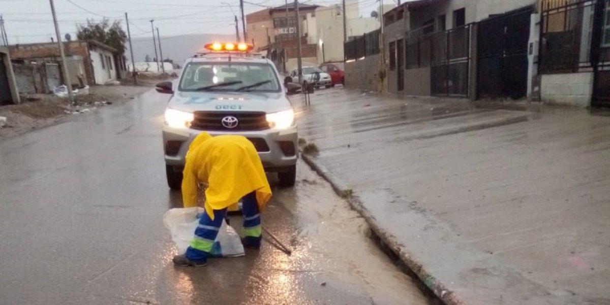 Urbana trabaja en la limpieza de pluviales y bocas de tormenta