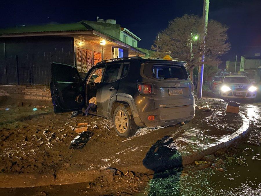 Marcos Ivanoff conducía su camioneta y fue baleado en el barrio Máximo Abásolo. Su estado es crítico.