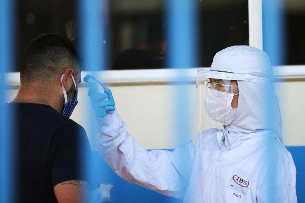 Brasil: Alerta por más de mil trabajadores con Covid-19 en una planta frigorífica