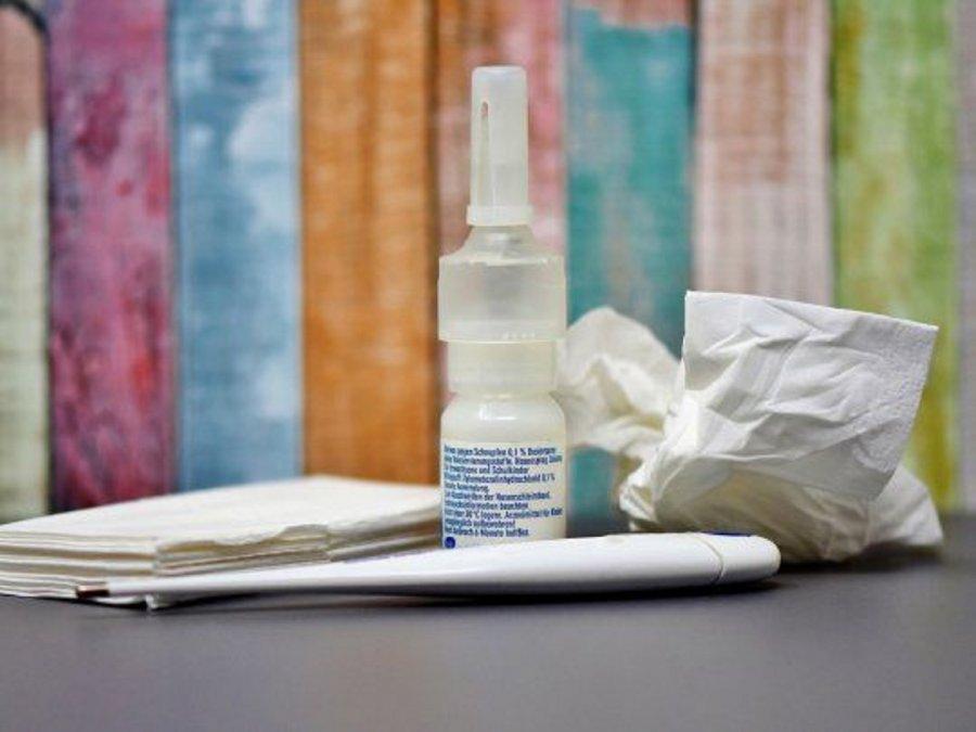 El spray nasal lo realizan los profesionales del Hospital de Ezeiza y el Hospital Muñiz.