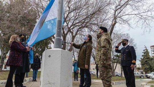 Día de la Independencia: El Intendente Luque izó la bandera nacional