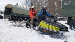 altText(Cerro Centinela quedó bajo la nieve y Defensa Civil debió asistir a sus ciudadanos)}
