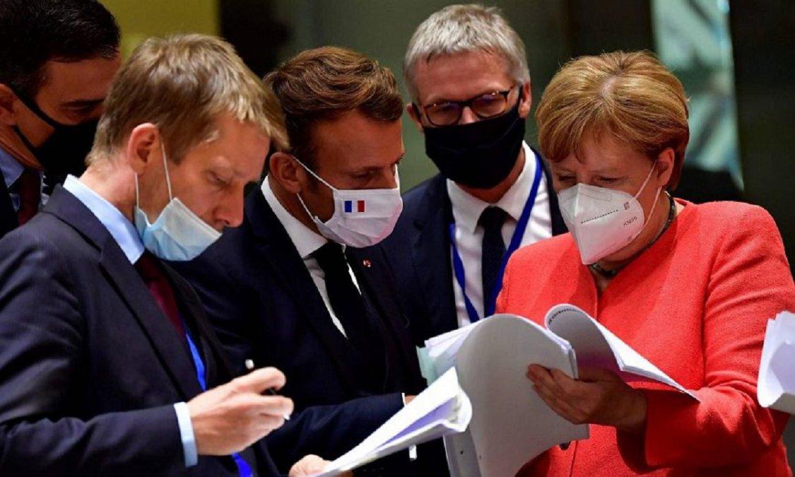 Los líderes de la Unión Europea acuerdan un pacto para hacer frente a la crisis del COVID-19.