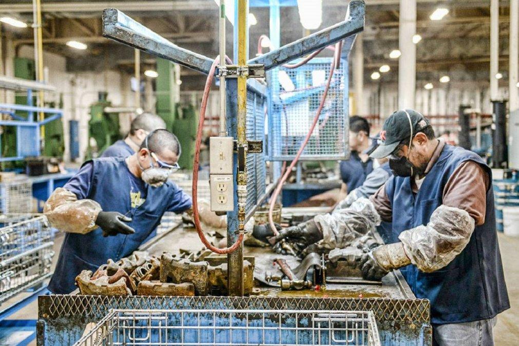 El Gobierno Nacional prorrogó por dos meses la prohibición de despedir trabajadores durante la pandemia del COVID-19.