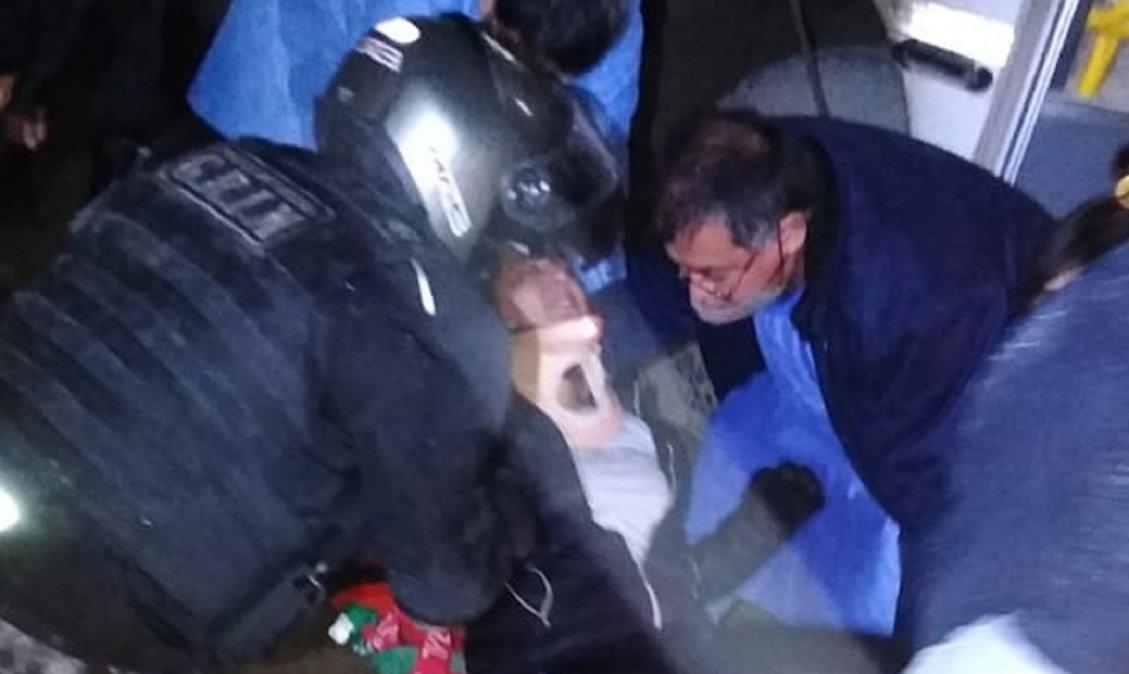 Un colectivo atropelló a una joven
