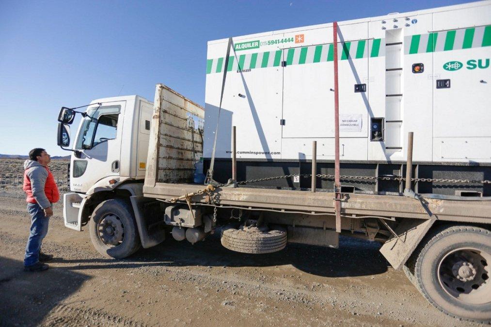El nuevo generador de energía llegó en remplazodel equipo averiado.