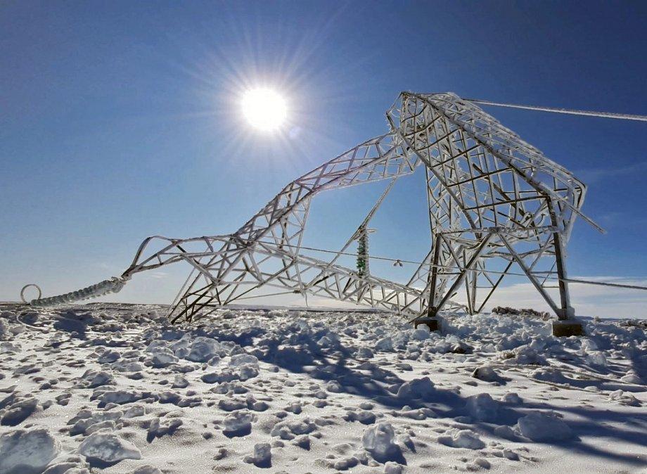 Las torres se cayeron producto de las condiciones climaticas.
