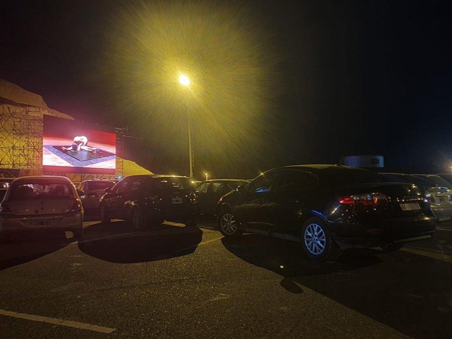 Alrededor de 150 vehículos asistieron al autocine.
