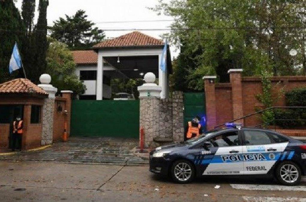 Un hombre arrojó una bomba molotov en la Quinta de Olivos y fue detenido.