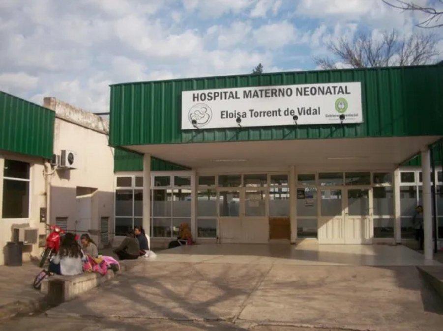 La niña parió mediante cesárea en el Hospital Materno Neonatal Eloisa Torrente de Vidal.
