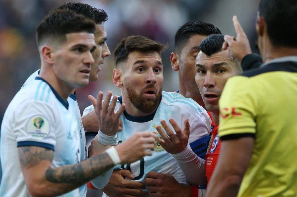 Lionel Messi fue expulsado ante Chile pero igual podrá jugar el primer partido de las eliminatorias.