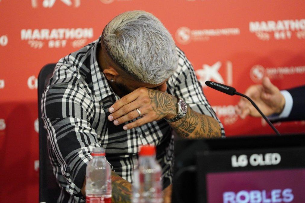 Ever Banega se despidió del Sevilla entre lagrimas