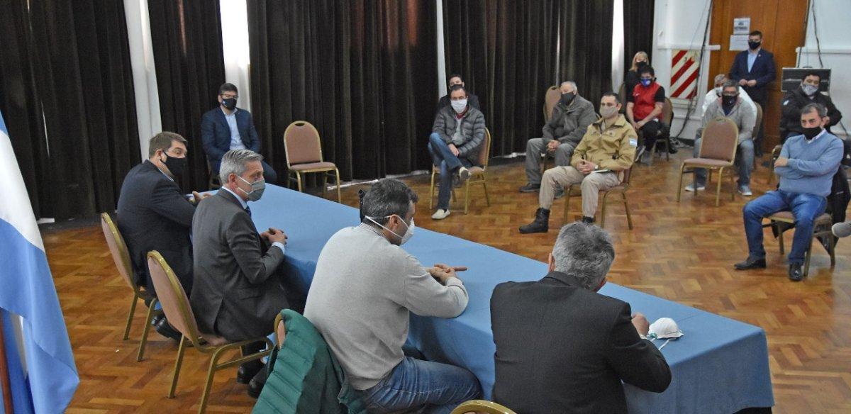 Reunión encabezada por Mariano Arcioni en Casa de Gobierno.