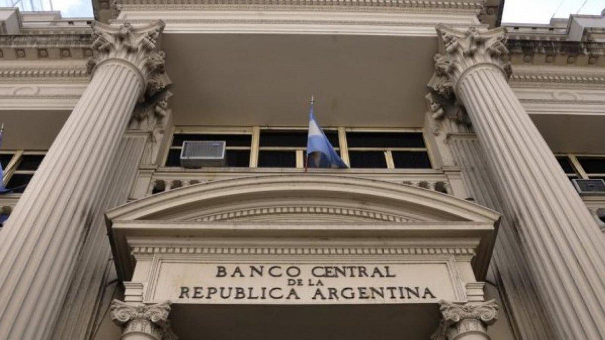 Dólar: siguen suspendidas las operaciones en los bancos