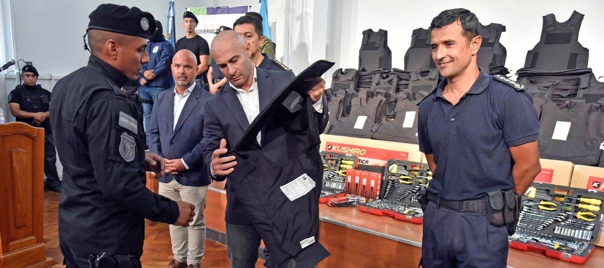 Federico Massoni expresó su malestar por la falta de recursos para la Policía del Chubut.