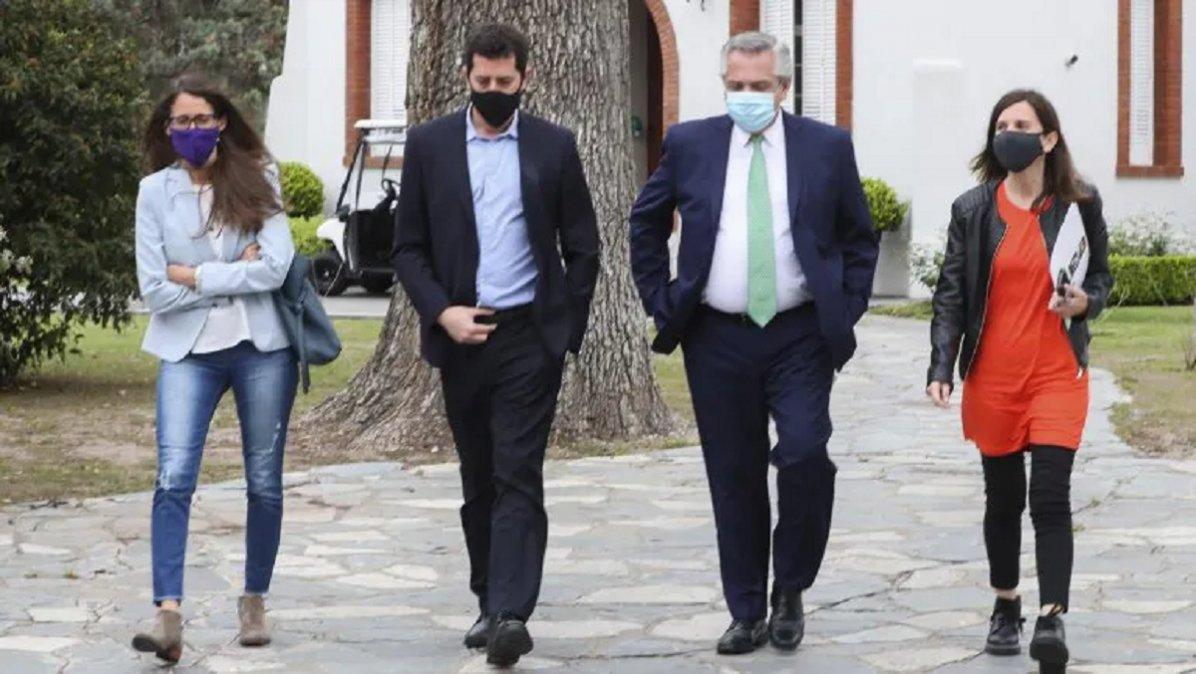 Acompañado en la residencia de Olivos por los ministros del Interior