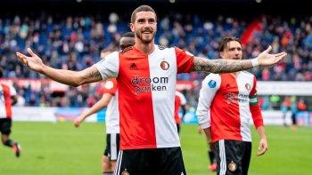 ¿Gol del año? Senesi marcó de chilena para el Feyenoord