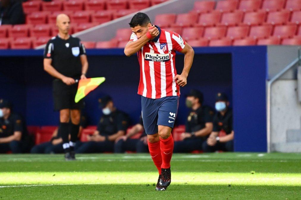 Suárez marcó por duplicado en su primer partido con el Atlético.
