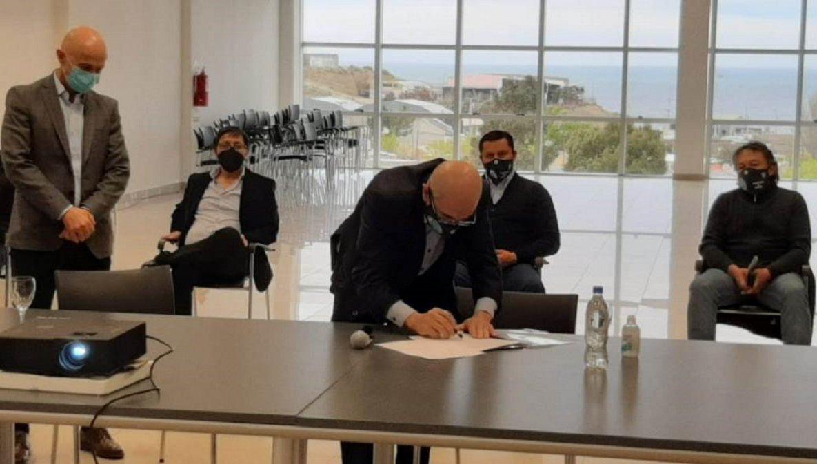 Petroleros Jerárquicos ampliación el laboratorio del Hospital Zonal de Caleta Olivia.
