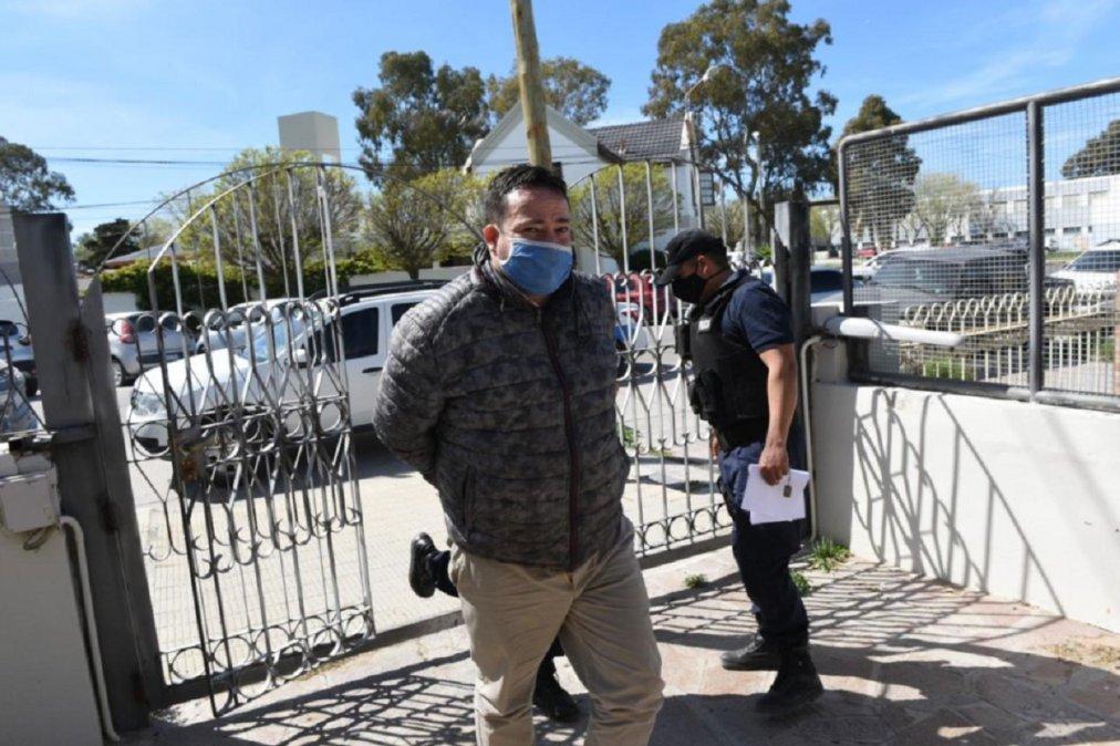 El periodista Darío Fernádez ingresando a Tribunales para la audiencia de control de detención. (Foto: Diario Jornada)