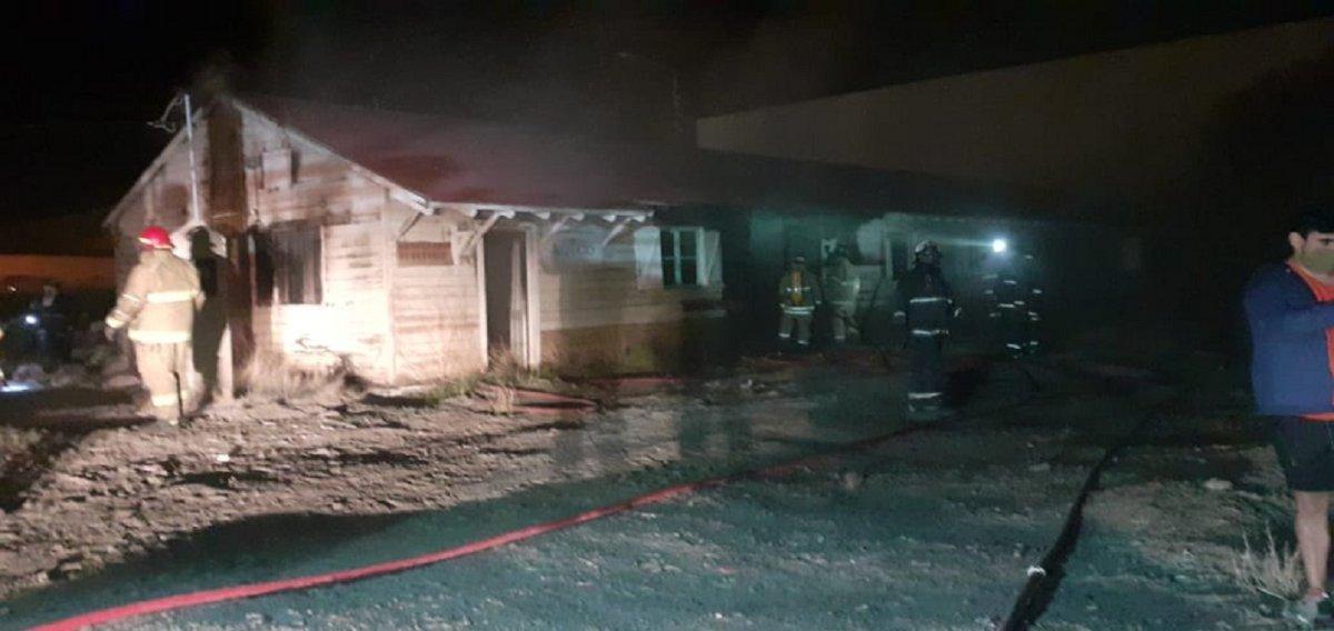 Un incendio causó graves perdidas materiales en las gamelas universitarias