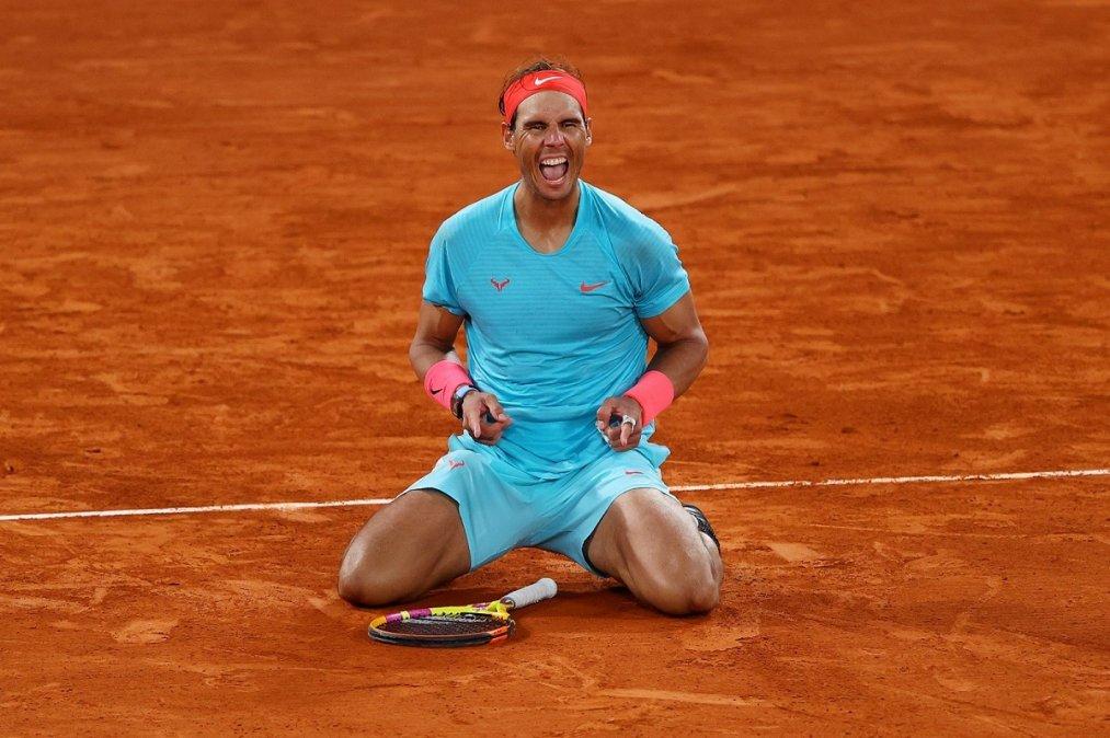 Nadal celebra su 13° título en Roland Garros.