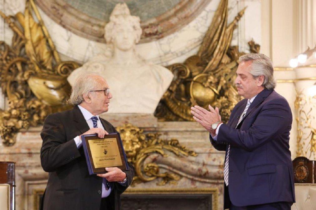 Al cumplirse 40 años de recibir el Premio Nobel de la Paz.