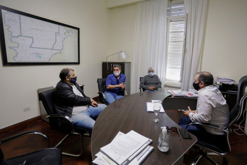 El funcionario provincial se reunió con miembros de UPCN y SOyEAP.