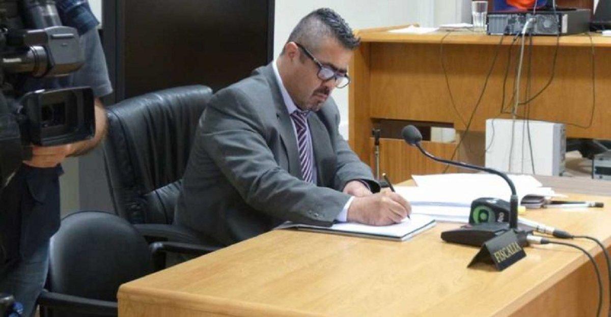 El fiscal Héctor Iturrióz respondió en latín al anuncio de apertura del Tribunal de Enjuiciamiento que juzgará su actuación de sus primeros tres años como fiscal.