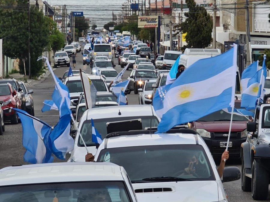 En Comodoro también hubo caravana en el día de la lealtad