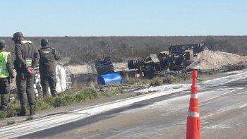 No pudieron identificar el químico que cargaba el camión incendiado